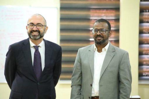 وزير النقل يبحث مع السفير الايطالي مشروعات البنى التحتيه بالبلاد