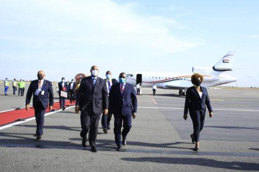 عضو السيادي الفريق الركن مهندس ابراهيم جابر يصل العاصمة لواندا