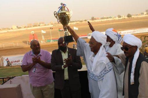 نادي سباق الخيل ينظم سباقاً لتأبين الإمام الصادق المهدي