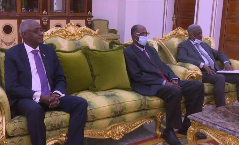 الرئيس الجيبوتي يستقبل عضو مجلس السيادة ياسر العطا