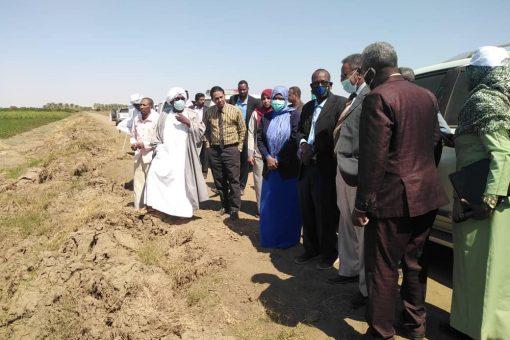 والي نهر النيل ووزير الزراعة يقفان على معوقات مشروع العالياب