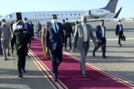 دقلو يعود للبلاد بعد زيارة رسمية لدولة قطر