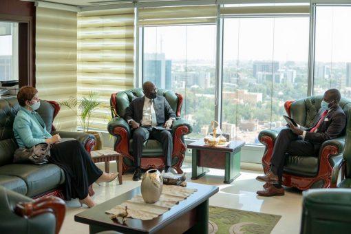 وزير العدل يلتقي المدير القطري للبنك الدولي