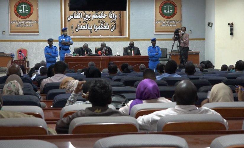 محامو دفاع انقلاب 30 يونيو يحتجون على قرار تعليق المحكمة