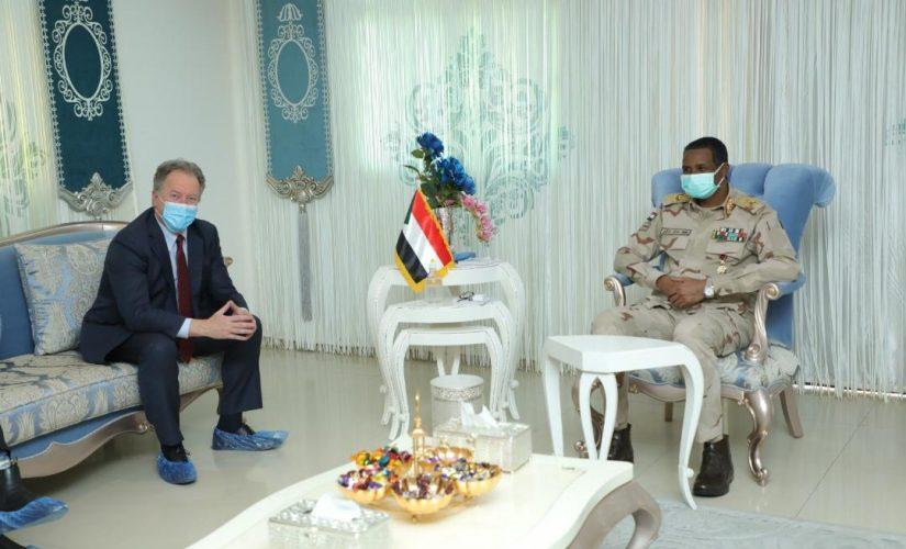 دقلو يؤكد التزام الدولة بدعم خطط برنامج الأغذية العالمي بالبلاد