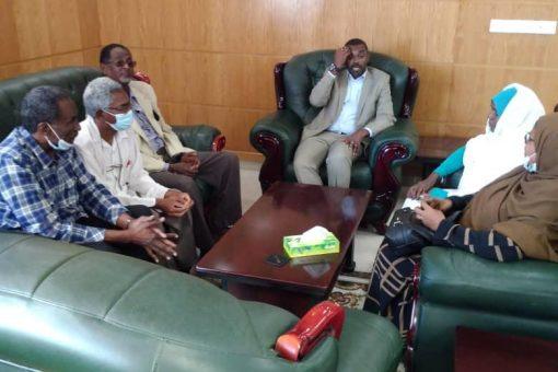 وزير الشؤون الدينية والاوقاف يلتقي وفدا من العاملين بالوزارة