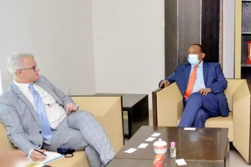رئيس اتحاد الغرف التجارية يلتقي السفير المفوض للمملكة المتحدة بالخرطوم