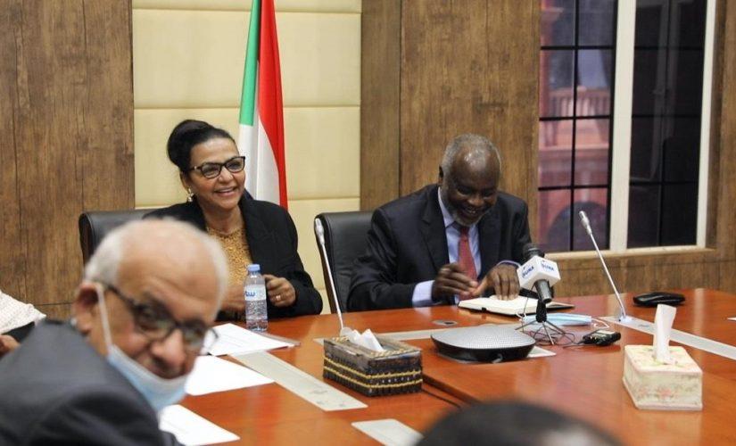 وزير المالية يتسلم مهامه