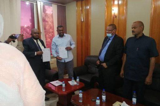 اللواء علي جدو يتسلم مهامه وزيراً للتجارة