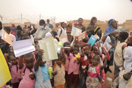 الهلال الأحمر الإماراتي يقدم مساعدات إنسانية للأسر المتعففة