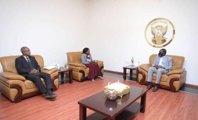التعايشي ووزيرة الحكم الاتحادي يبحثان تنفيذ إتفاق جوبا لسلام السودان