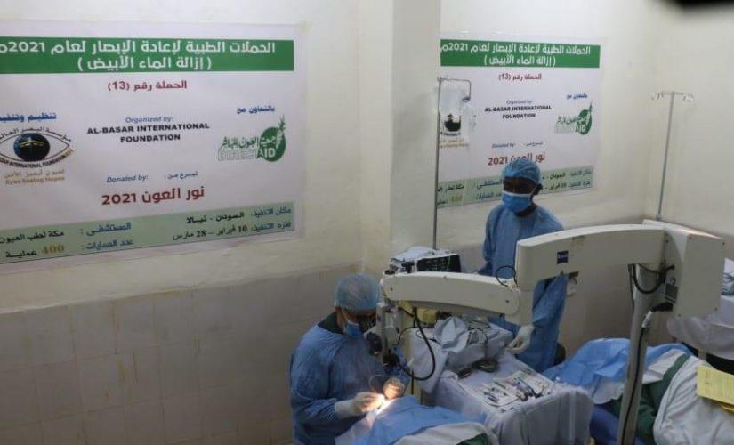 تواصل برنامج عمليات العيون المجانية بمدينة نيالا