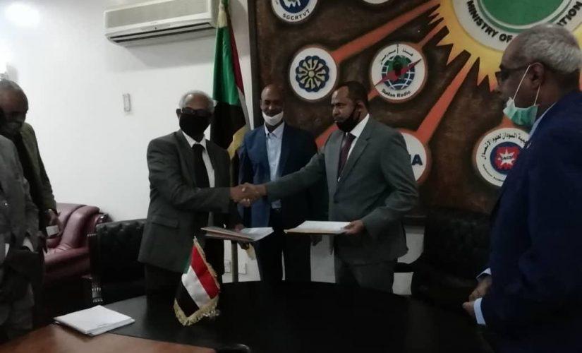 وزير الثقافة والإعلام يتسلم مهامه رسميا