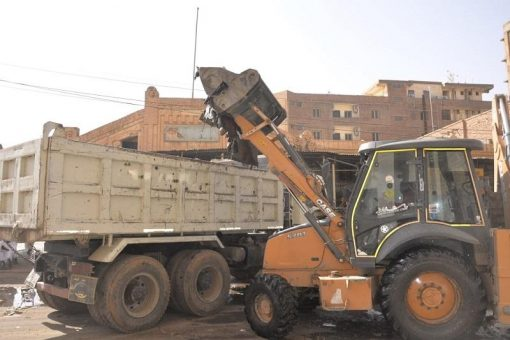 والي الخرطوم يقف على الحملة المشتركة لإزالة كافة المخلفات بالعاصمة