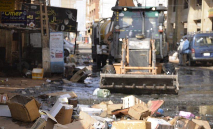 والي الخرطوم يقف على الحملة المشتركة لازالة المخلفات
