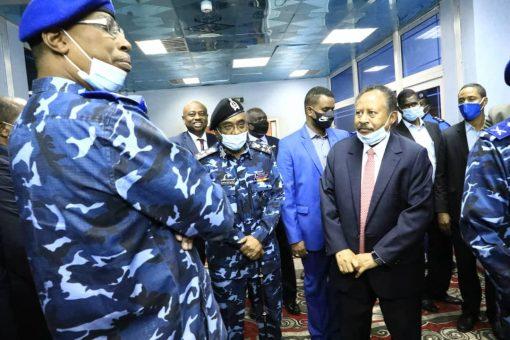 حمدوك يشيد بدور الشرطة في ترسيخ مبادئ ثورة ديسمبر