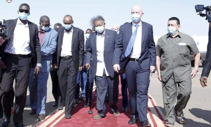 رئيس الفيفا يصل البلاد