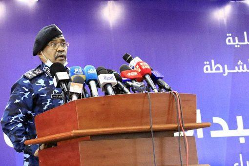 الفريق أول شرطة عز الدين الشيخ وزير الداخليةيزور معتمدية اللاجئين