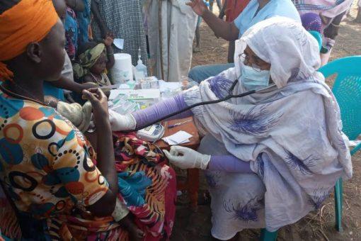 تسيير قافلة علاجية متكاملة للعائدين واللاجئين بمنطقة ( ديم سعد)