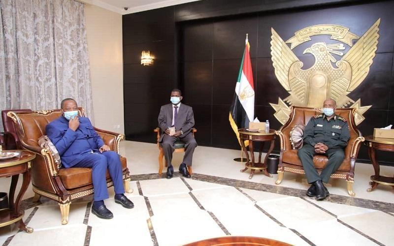 رئيس مجلس السيادة يستقبل مبعوث رئيس الإتحاد الأفريقي