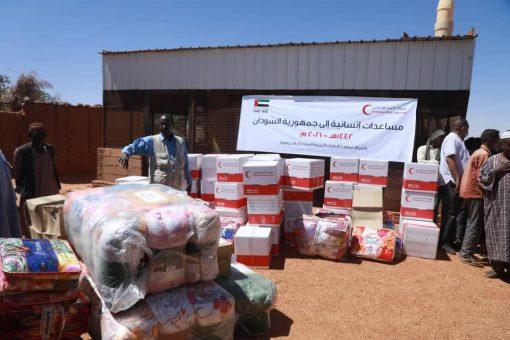الهلال الاحمر الإماراتي يوزع مساعدات إنسانية بمنطقة الفتح بام درمان