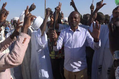 الهادي ادريس يختتم زيارة ناجحة لولايتي نهر النيل والشمالية