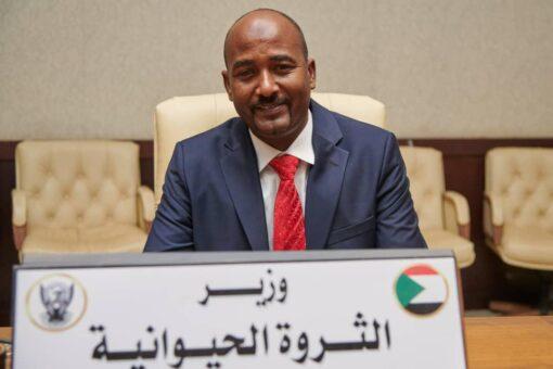 وزير الثروة الحيوانية يبحث إنسياب صادر الماشية لسلطنة عمان