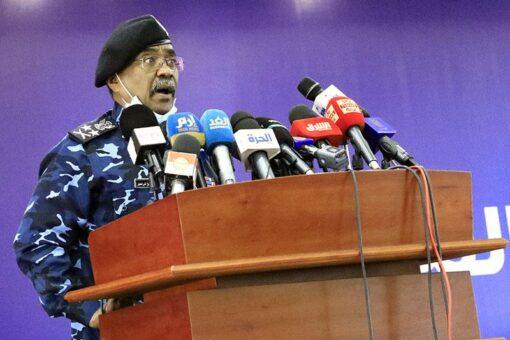 وزير الداخلية يوجه بتفعيل برامج السلامة المرورية