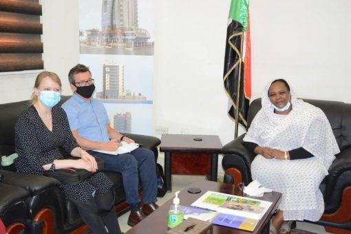 وزيرة العمل تطلع على مشروعات منظمة العمل الدولية بالسودان