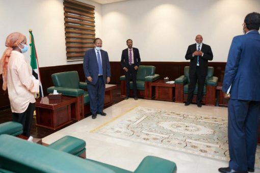د.حمدوك يمتدح التنسيق بين وزارة الصحة واليونيسيف لوصول لقاح الكورونا