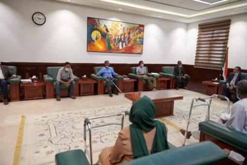 حمدوك يُؤكَّد التزام الحكومة بملف مصابي وجرحى ثورة ديسمبر المجيدة