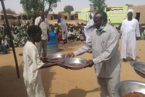 زكاة شمال دافور تدشن برنامج الوجبة المدرسية للفقراء بمعسكر ابوشوك