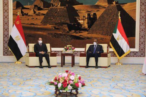 النائب الأول لرئيس مجلس السيادة الإنتقالي يلتقي الرئيس المصري