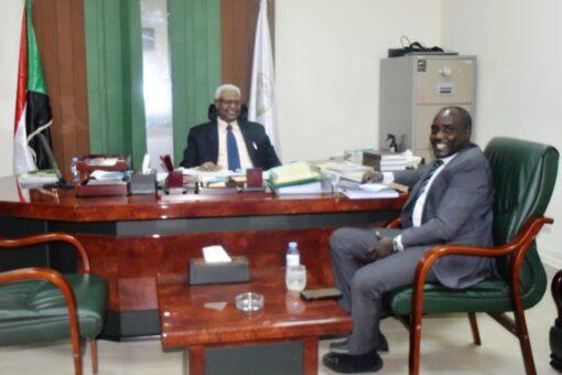 النائب العام يلتقي والي وسط دارفور
