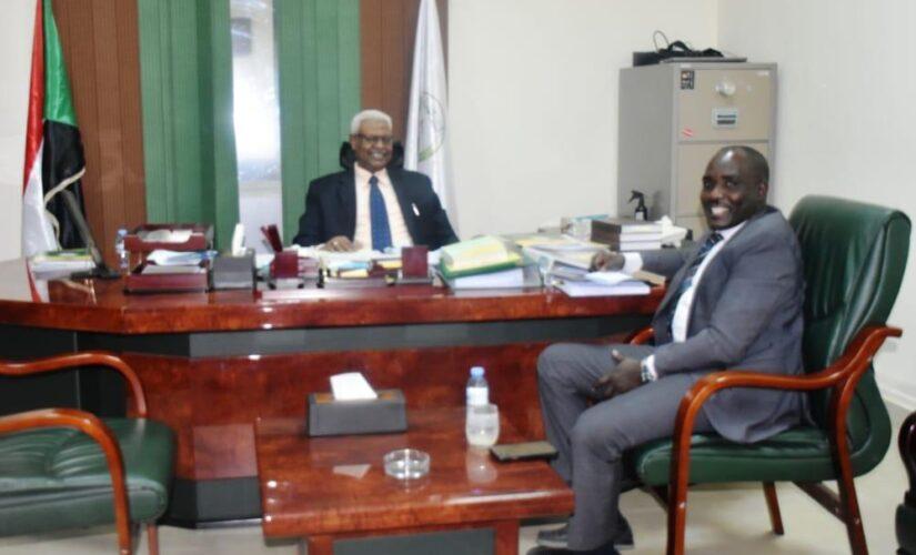 النائب العام يلتقي بوالي وسط دارفور