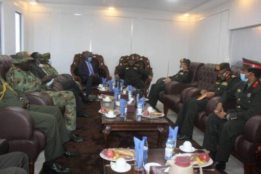 رئيس هيئة الأركان يلتقي بنائب وزير دفاع دولة جنوب السودان