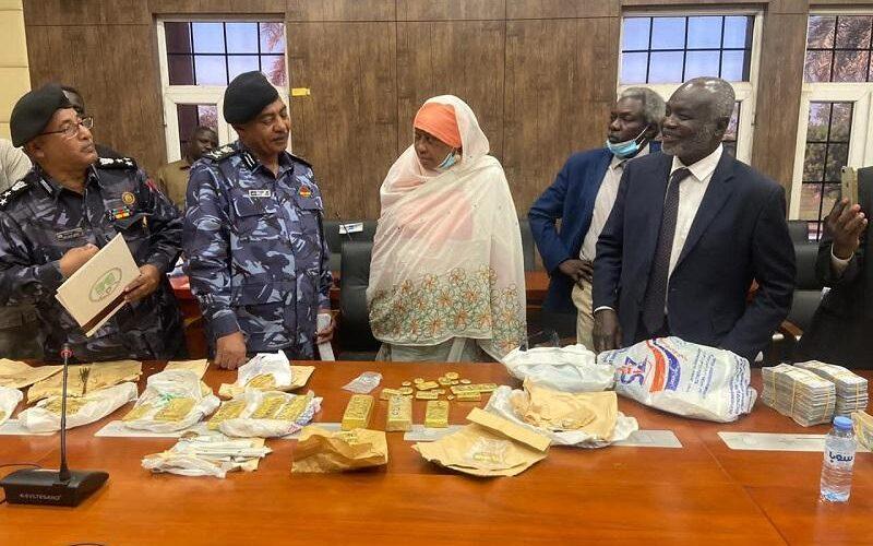 وزير المالية يشيد بمجهودات هيئة الجمارك في مكافحة الجرائم العابرة