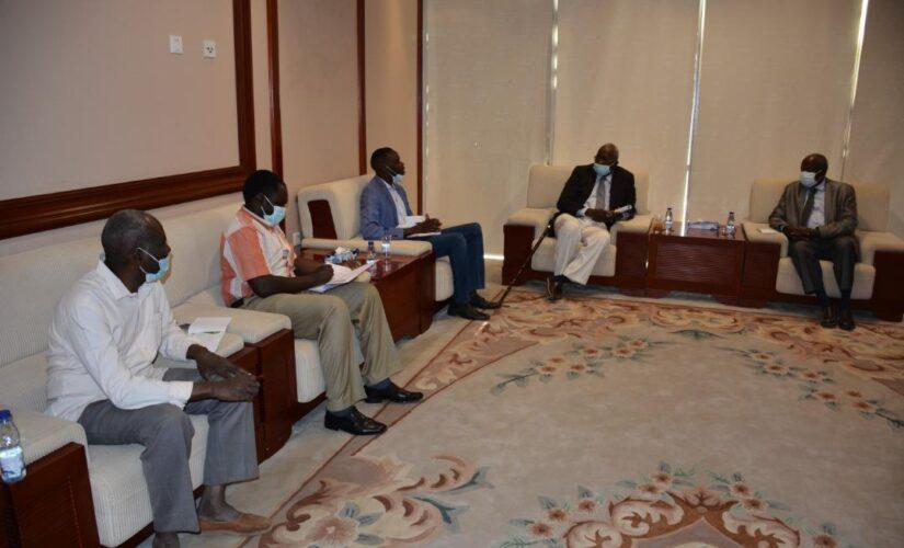 وزير الطاقة والنفط يبحث حاجة غرب دارفور للكهرباء والوقود