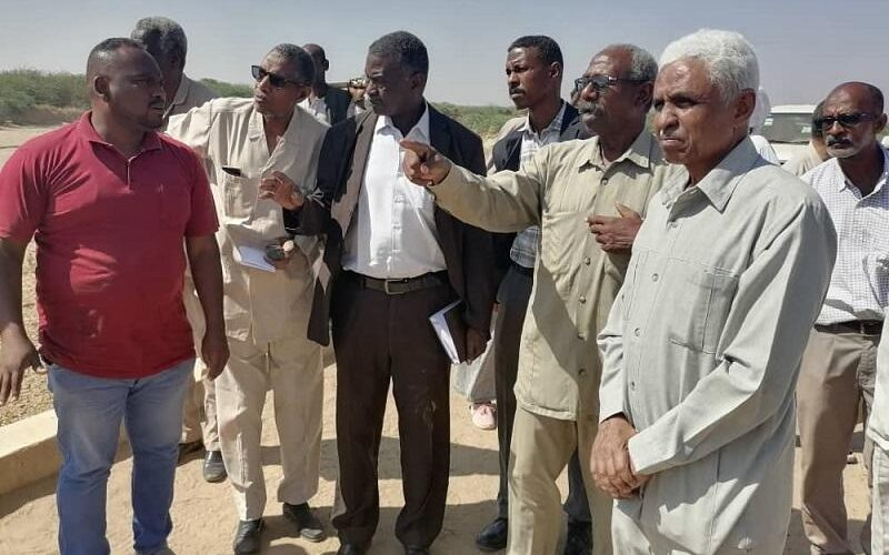 وكيل وزارة الري يقف على بداية أعمال ترويض القاش