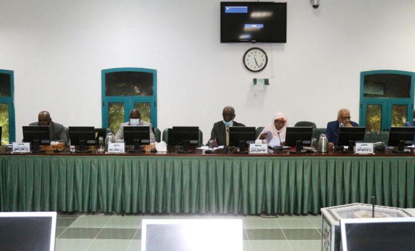 اللجنة الوزارية لمعالجة الضائقة المعيشية تتلقى تنويرا عن امداد الوقود