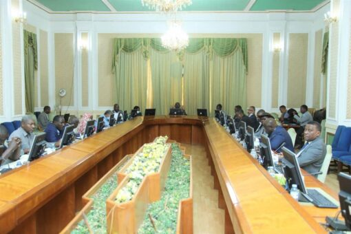 التعايشي يترأس اجتماع اللجنة المختصة بقيام مؤتمر نظام الحكم الإقليمي