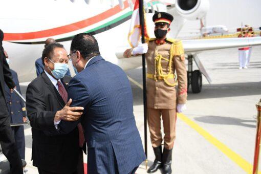 حمدوك يصل مصر