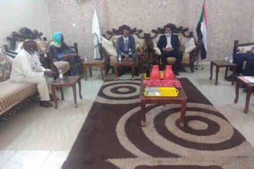 وراق يثمن جهود الهلال الاحمر السوداني