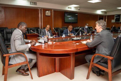 وزير العدل يلتقي القائم بالاعمال بسفارة بريطانيا بالخرطوم