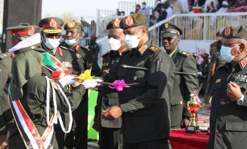 البرهان يشهد احتفال الكلية الحربية بتخربج دفعات جديدة