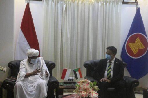 بحث تعزيز التعاون بين جامعة القرآن الكريم والمؤسسات التعليمية باندونيسيا