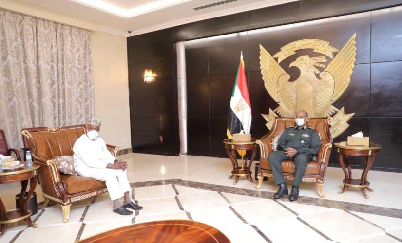رئيس مجلس السيادة يلتقي الرئيس النيجيرى الأسبق أوبسانجو