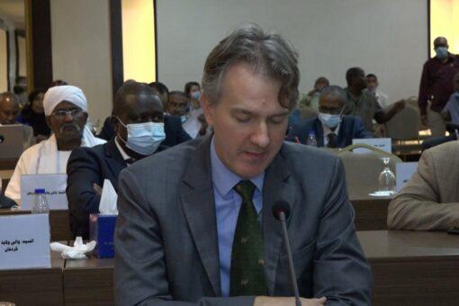 السفير البريطاني يؤكد دعم بلاده للديمقراطية وإنجاح حكومة الفترة الإنتقالية