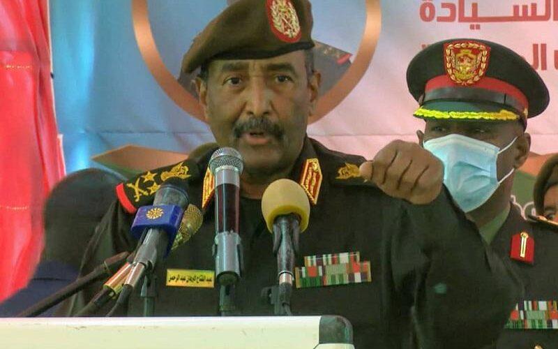 البرهان يؤكد عزم القوات المسلحة بناء وطن قوي حر وعزيز