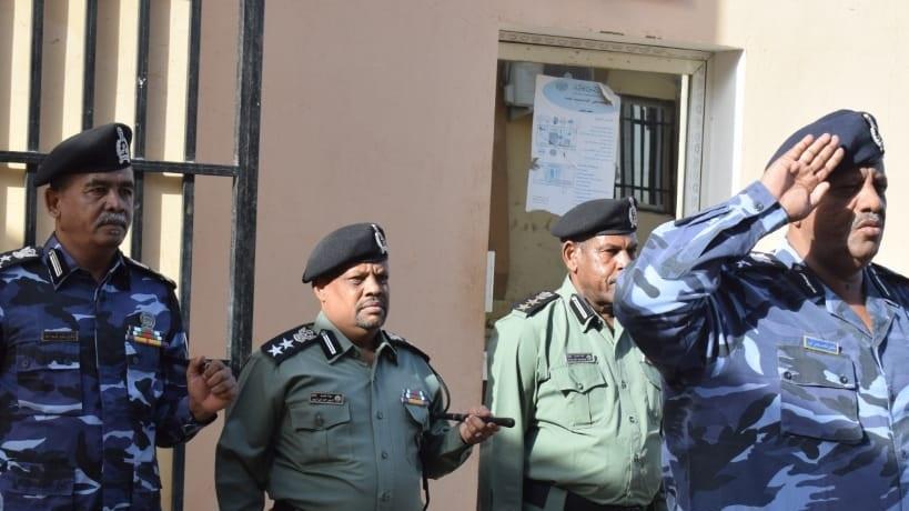مدير شرطة النيل الابيض يتفقد إدارتي الجمارك ومكافحة التهريب